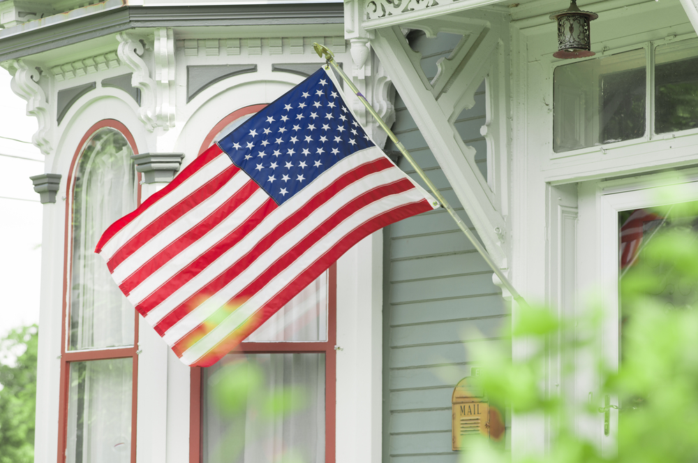 Ty s tips 6 steps to displaying a flag on your home for Proper placement of american flag